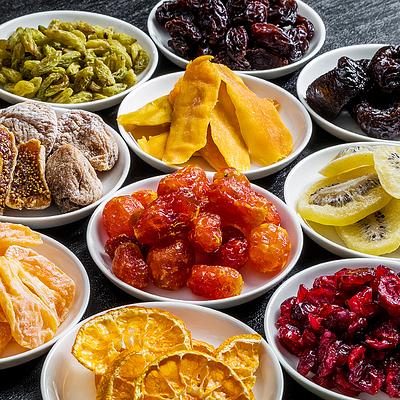 Сухофрукти, родзинки, манго, імбир, інші екзотичні фрукти, та халва