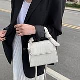 Женская квадратная сумочка на ремешке рептилия белая, фото 9