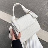 Женская квадратная сумочка на ремешке рептилия белая, фото 7