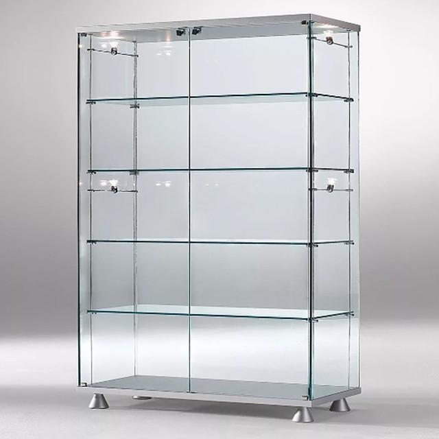 Скляні вітрини