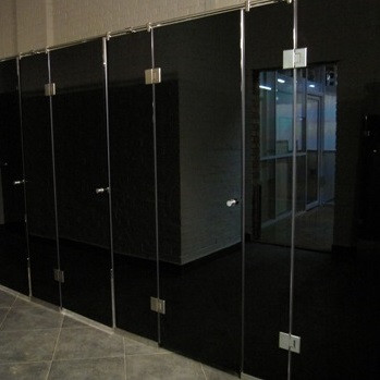 Скляні туалетні кабіни
