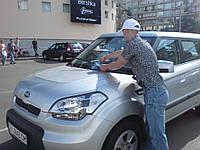 Распространение листовок под дворники автомобилей Киев