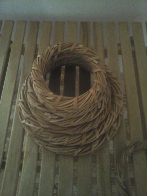 Плетеные веночки из лозы