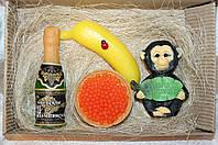 """Новогодний набор мыла ручной работы """"Обезьяна из джунглей, банан, советское шампанское, красная икра"""""""