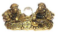 Обезьяны на монетах с шаром