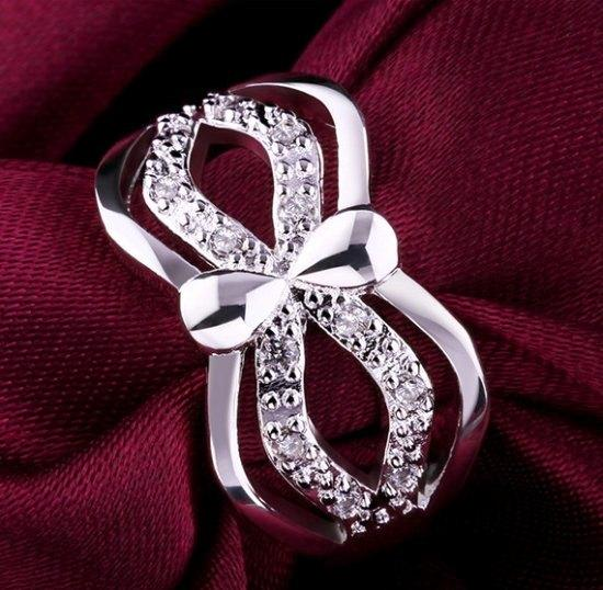 Посеребрённое красивое кольцо Люче с цирконами, 18 р.