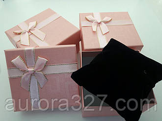 """Подарункова коробочка під годинник """"Геометрія з бантом"""" Рожевий"""