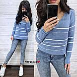 Жіночий в'язаний светр з V-вирізом і спадаючим плечем, візерунок - тонкі смужки (р. 42-46) 904961, фото 2