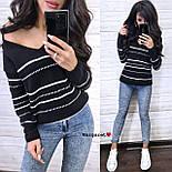 Жіночий в'язаний светр з V-вирізом і спадаючим плечем, візерунок - тонкі смужки (р. 42-46) 904961, фото 6