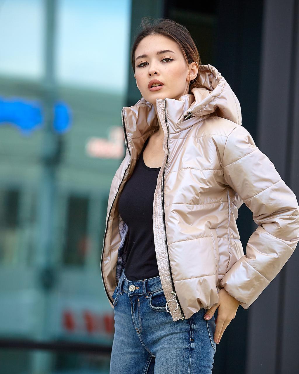 Куртка женская весна-осень бежевого цвета