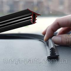 Уплотнитель автомобильный универсальный для приборной панели T-образная резинка  между торпедой и стеклом