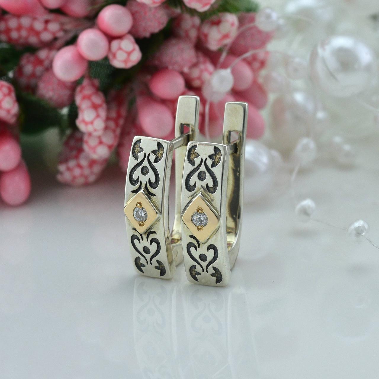 Серебряные серьги с золотом размер 16х5 мм вставка белые фианиты вес 3.26 г