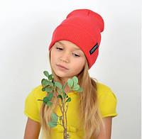 Однотонная, красивая и удобная детская шапка с отворотом из качественной пряжи