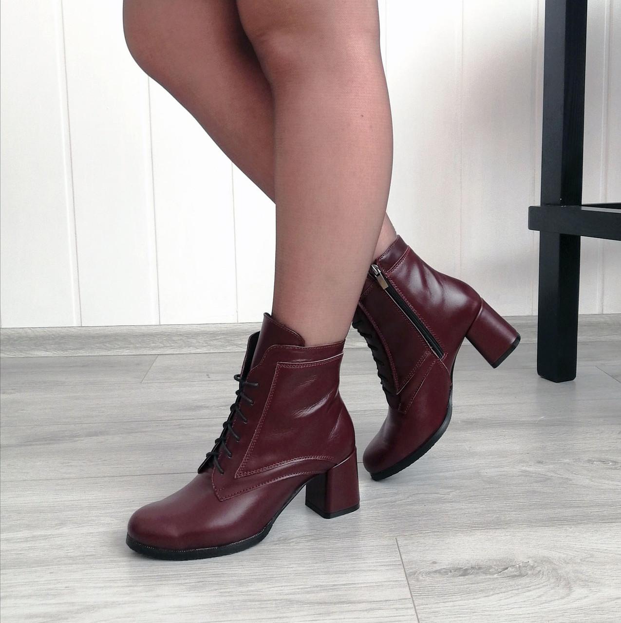 Бордовые стильные ботинки на каблуке