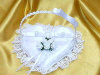 Свадебная подушечка для колец белая.