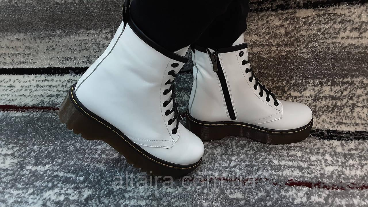 Женские демисезонные кожаные ботинки белого цвета в стиле Мартинс 36-40