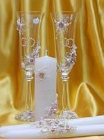 """Бокалы и свечи """"Свадебные кольца"""" в бежевом цвете."""