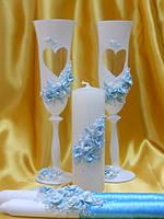Свадебные бокалы и свечи в голубом цвете