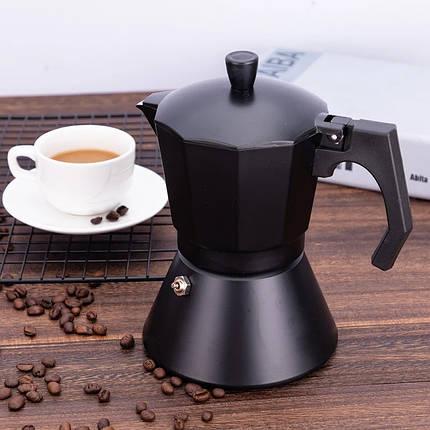 Чёрная кофеварка гейзерная 450 мл из алюминия с широким индукционным дном Kamille, фото 2