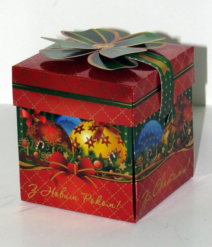 Упаковка праздничная новогодняя из металлизированного картона Кубик с бантом, на вес до 300г от 1 штуки
