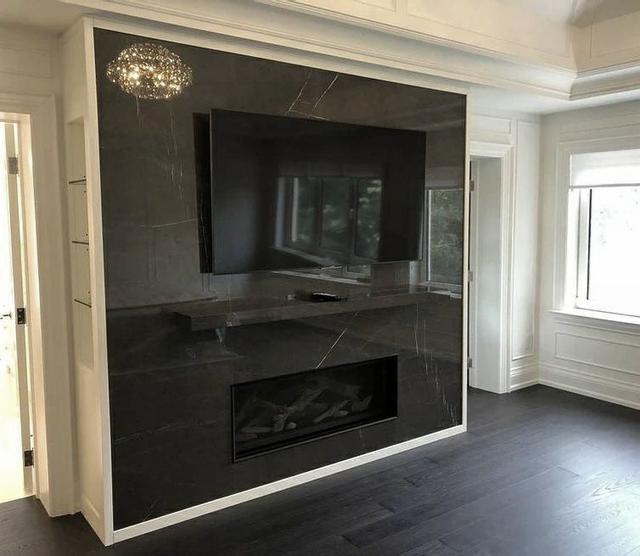 Мраморный камин с телевизором