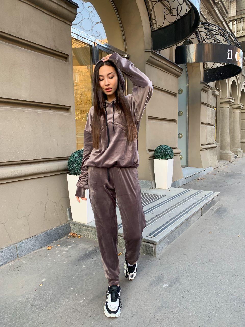 Женский велюровый спортивный костюм с худи и капюшоном, штаны на манжетах 34spt1128