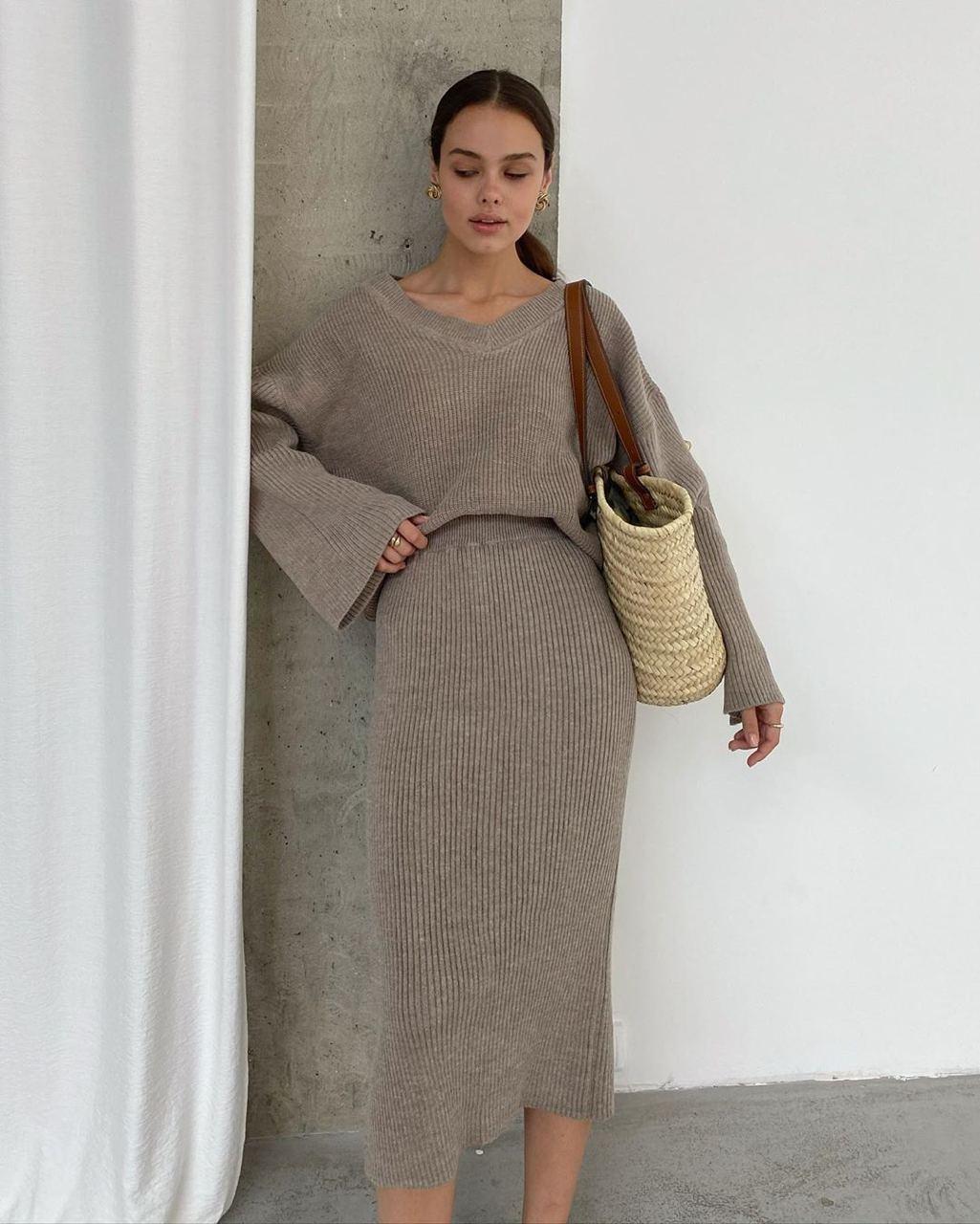 Вязаный юбочный костюм - двойка свободный свитера и юбка ниже колен (р. 42-46) 41kos1444
