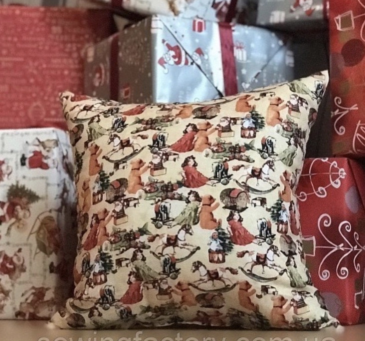 """Новогодняя подушка """"Игрушки"""""""