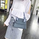 Женская большая квадратная сумочка на ремешке рептилия голубая, фото 3
