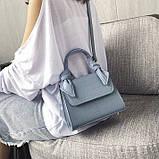 Женская большая квадратная сумочка на ремешке рептилия голубая, фото 5