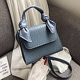 Женская большая квадратная сумочка на ремешке рептилия голубая, фото 2