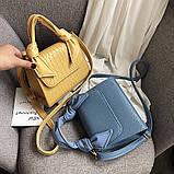 Женская большая квадратная сумочка на ремешке рептилия голубая, фото 7