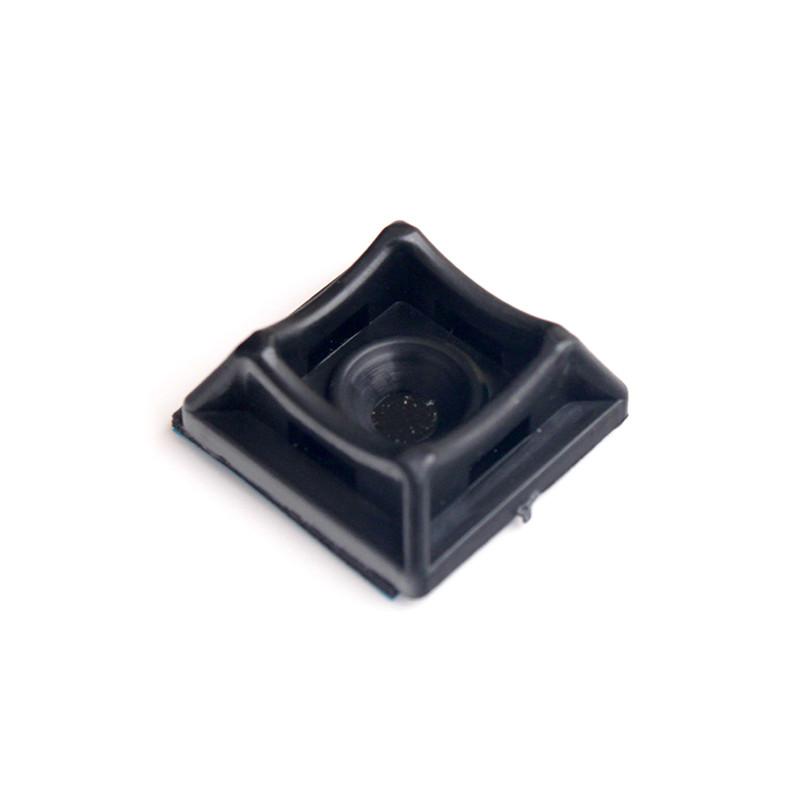 ElectroHouse Площадка для стяжки [хомутов] универсальная 20х20 мм черная нейлон