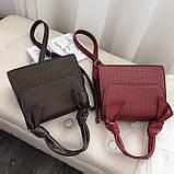 Женская большая квадратная сумочка на ремешке рептилия коричневая, фото 2