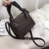 Женская большая квадратная сумочка на ремешке рептилия коричневая, фото 3