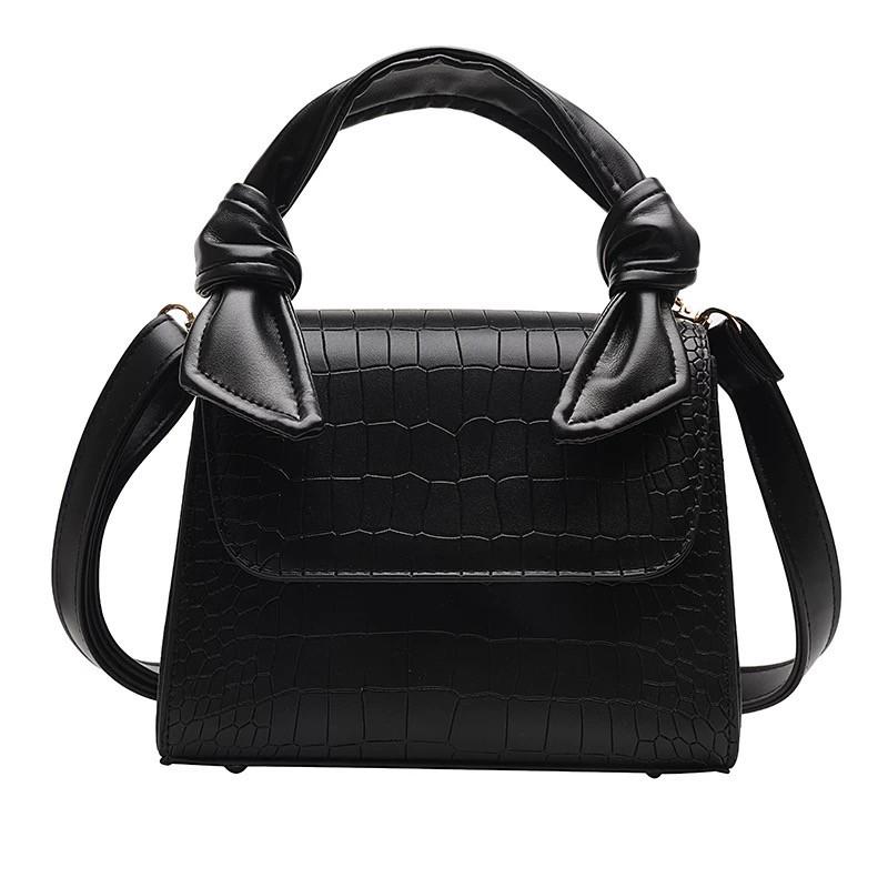 Женская большая квадратная сумочка на ремешке рептилия черная