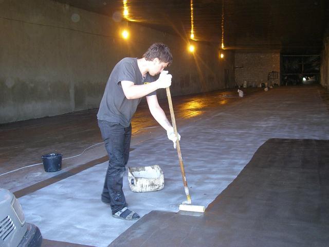 Устройство  каменно-коврового покрытия толщиной 2,5-4 мм (эпоксикомпаунд + некрашенный кварцевый песок фракции 0,4-0,8)