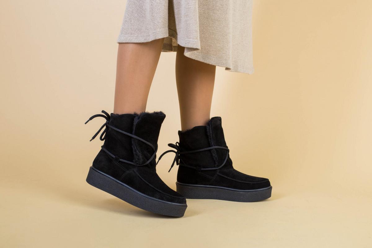 Женские черные замшевые угги со шнуровкой