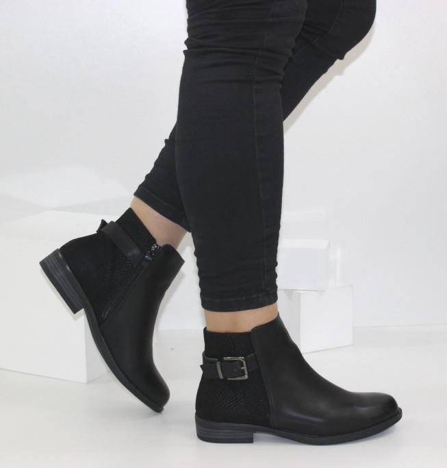Классические женские демисезонные ботинки на низком каблуке черного цвета