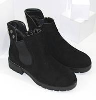 Низькі жіночі зимові черевики чорного кольору на хутрі в стилі Челсі