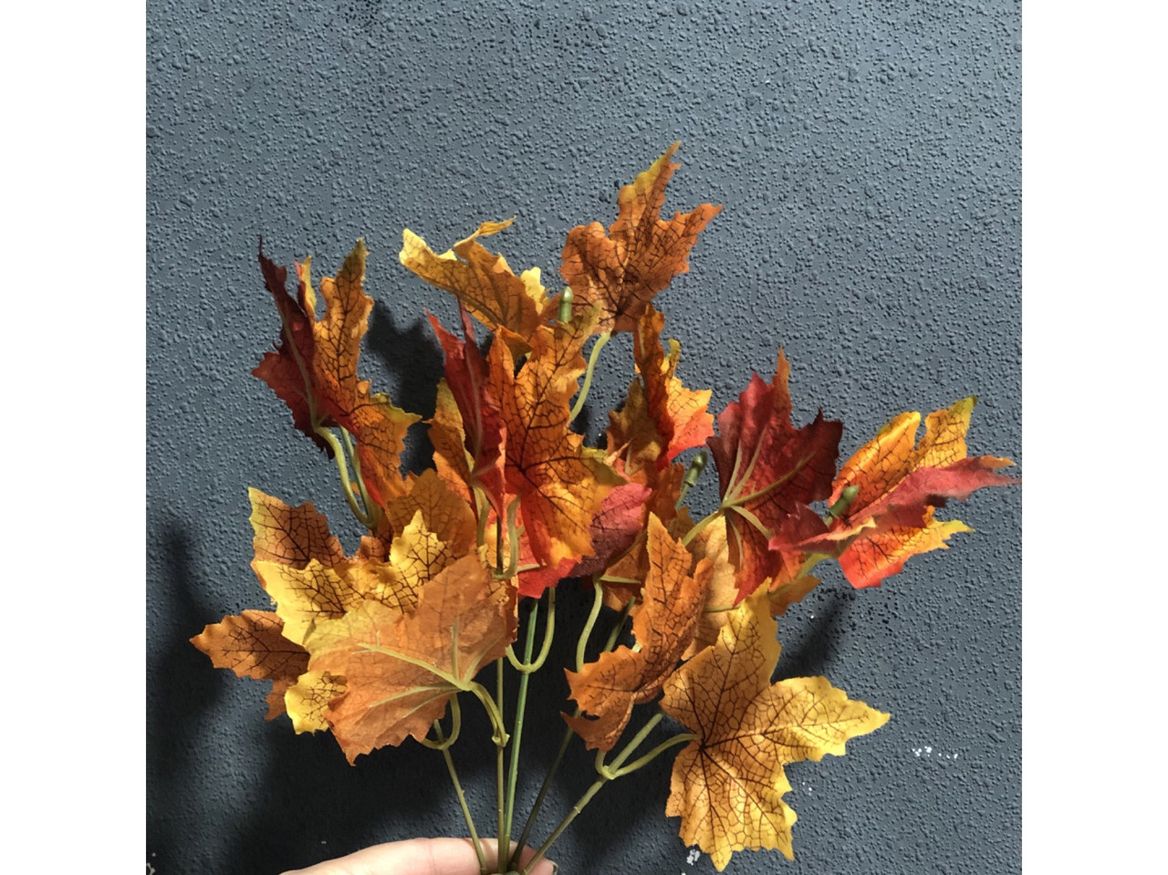 Букетик из осенних листьев 34 см