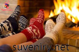 Карпатские сувениры: чуни, варежки, носки, тапочки кожаные