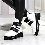 Эффектные белые зимние женские ботинки на черных липучках, фото 2