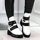 Эффектные белые зимние женские ботинки на черных липучках, фото 4