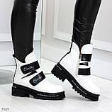 Эффектные белые зимние женские ботинки на черных липучках, фото 5