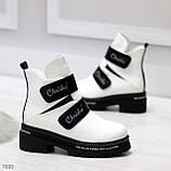 Эффектные белые зимние женские ботинки на черных липучках, фото 7