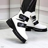 Эффектные белые зимние женские ботинки на черных липучках, фото 8