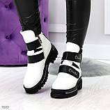 Эффектные белые зимние женские ботинки на черных липучках, фото 9