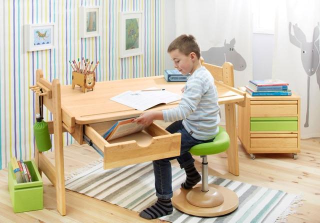 Парты стулья и аксесуары