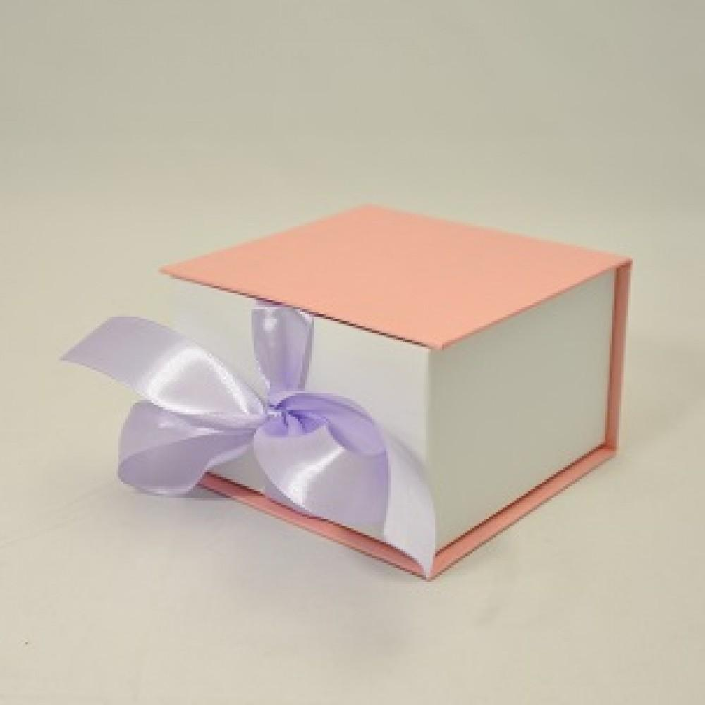 Коробка Табакерка на лентах 12*12*7,5см Розовый лен блеск-белая